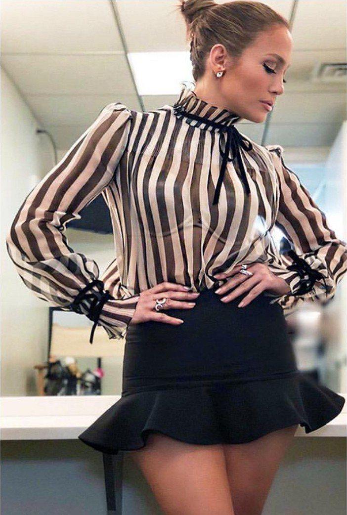 珍妮佛洛佩茲身穿VALENTINO早秋系列展現豐腴性感。圖/取自IG