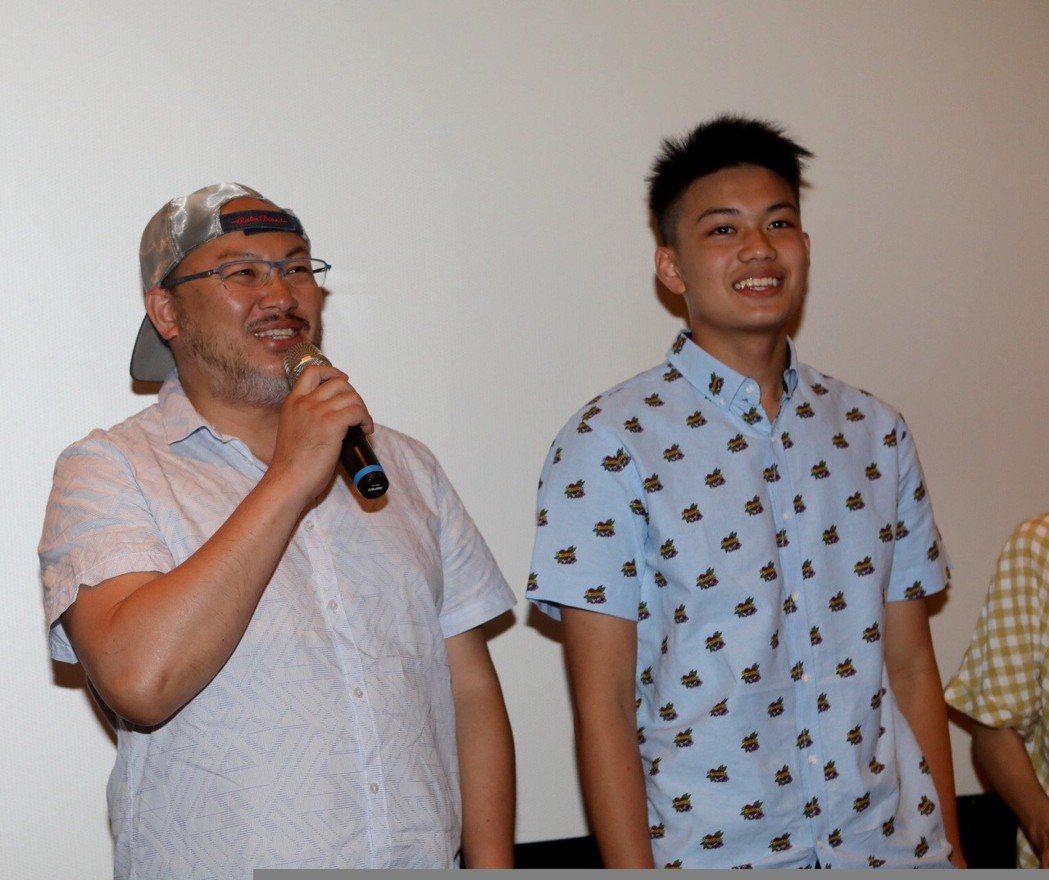 劉亮佐(左)、兒子劉子銓演出「媽媽的遙控器」單元。圖/公視提供