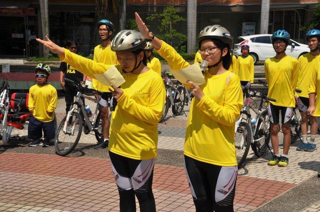 16名身障大學生30 日一早從學校出發南下,將以8天時間完成挑戰單車環島夢想,今...