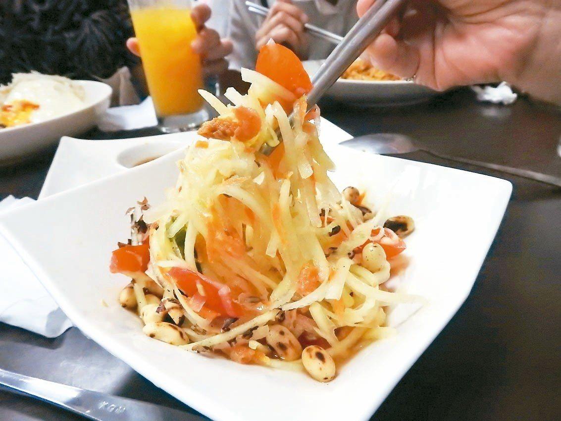 泰樂泰國料理的青木瓜PokPok沙拉。 記者祁容玉/攝影