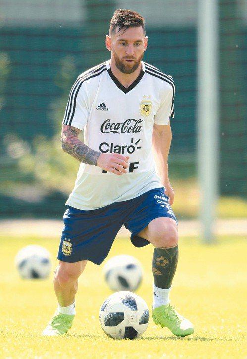 梅西練球不鬆懈,阿根廷的成敗都在他身上。 (法新社)