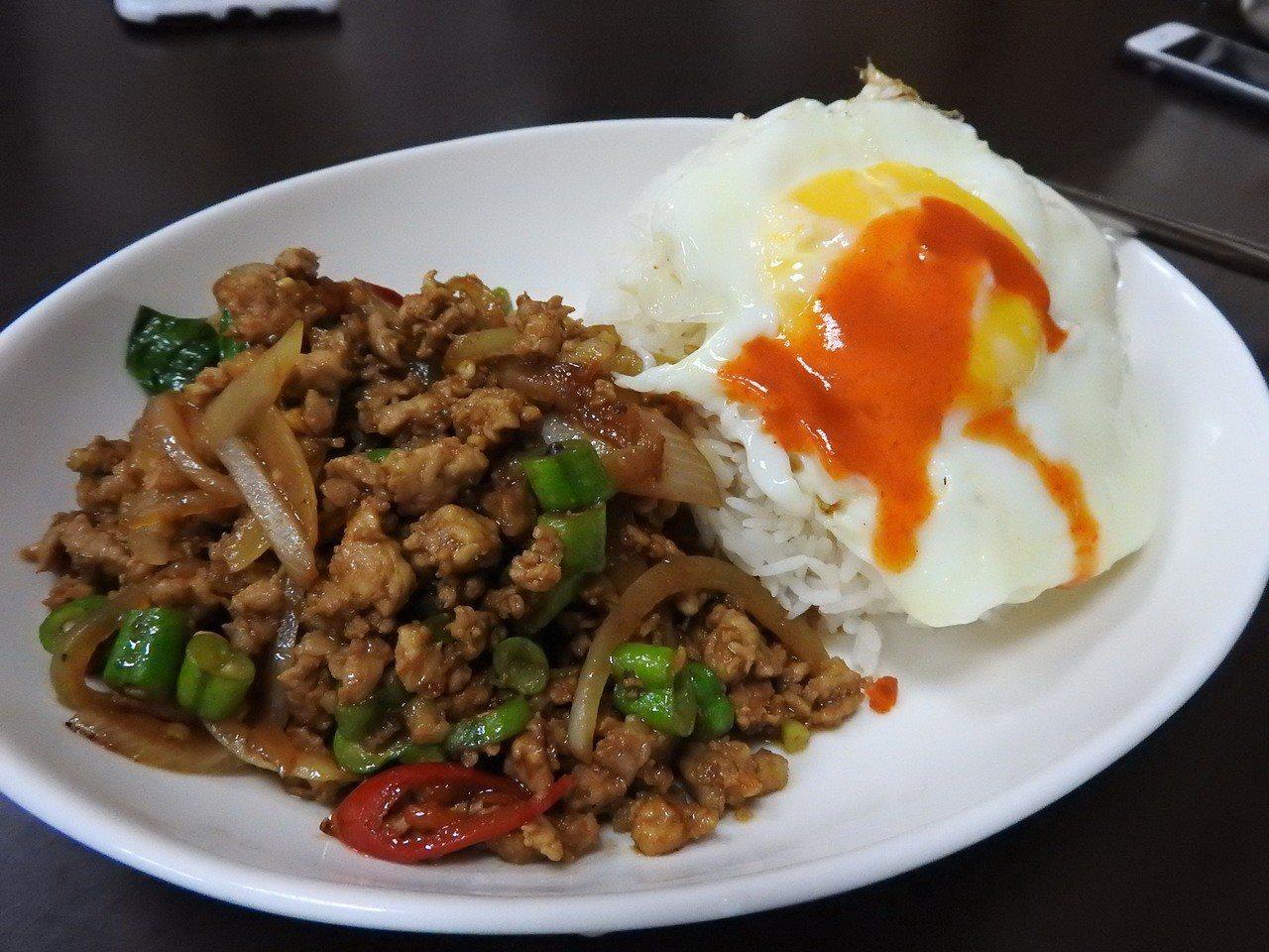 泰樂泰國料理的打拋豬肉飯。記者祁容玉/攝影