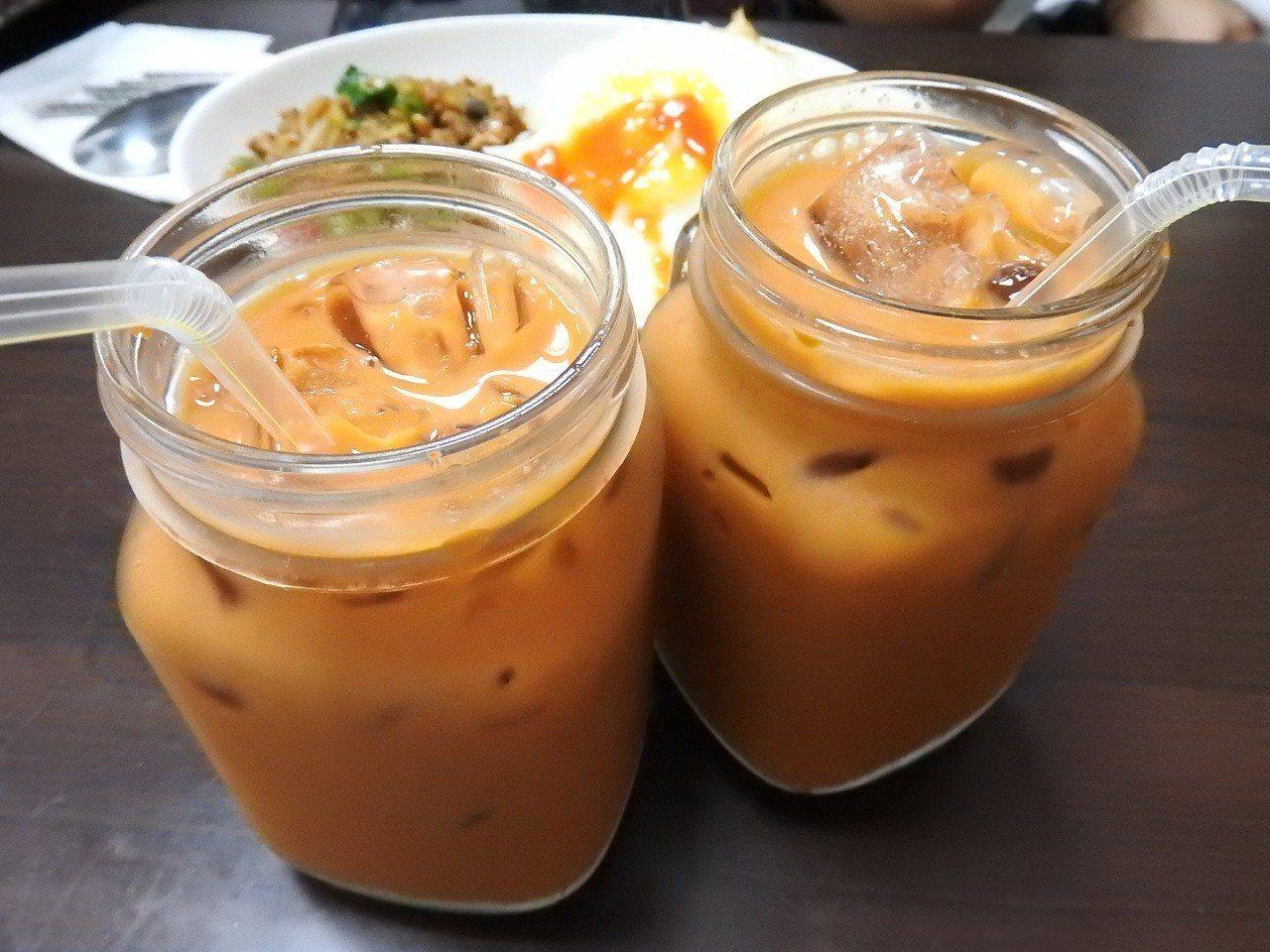 泰樂泰國料理的泰式奶茶。記者祁容玉/攝影