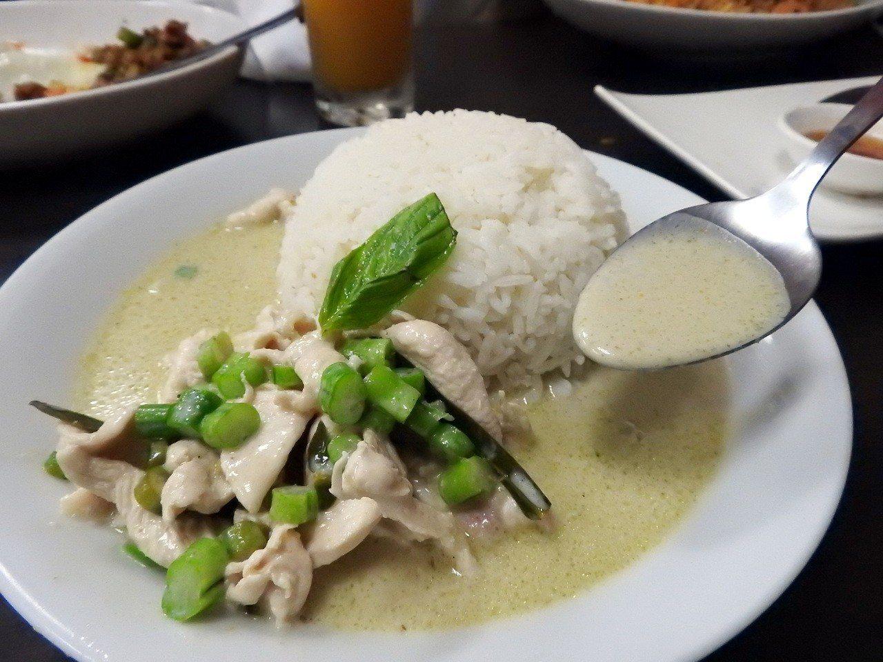 泰樂泰國料理的綠咖哩雞肉飯。記者祁容玉/攝影