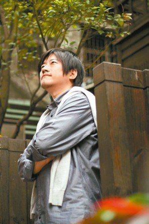 本名朱致賢,一九七五年生於台北。畢業於傳播科系而偏好文史。好音樂,不求甚解。著有...