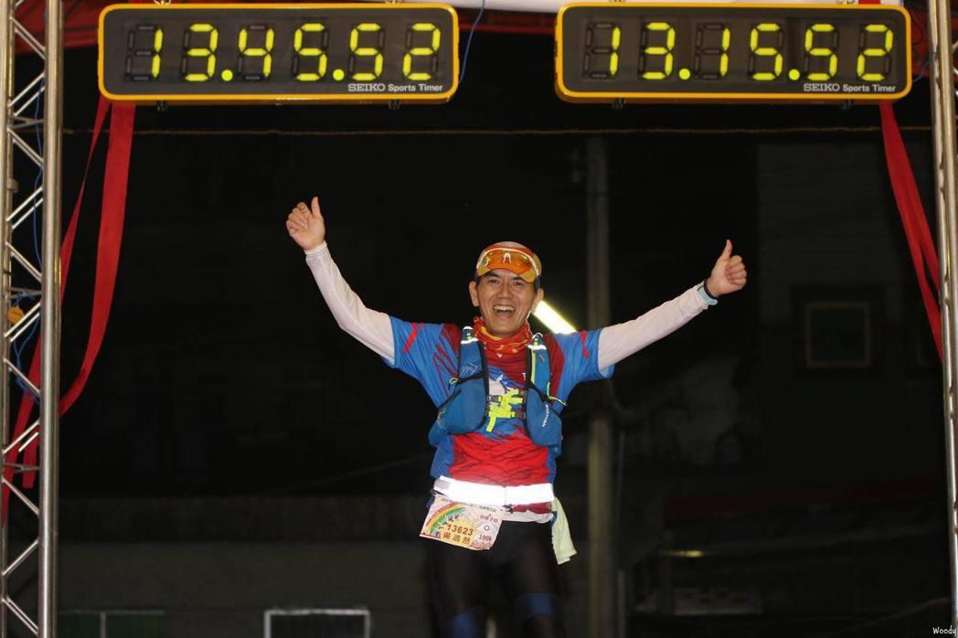 成功挑戰鎮西堡100公里後,退休族吳浩然將再挑戰19天環島馬拉松賽 ,一圓人生下...