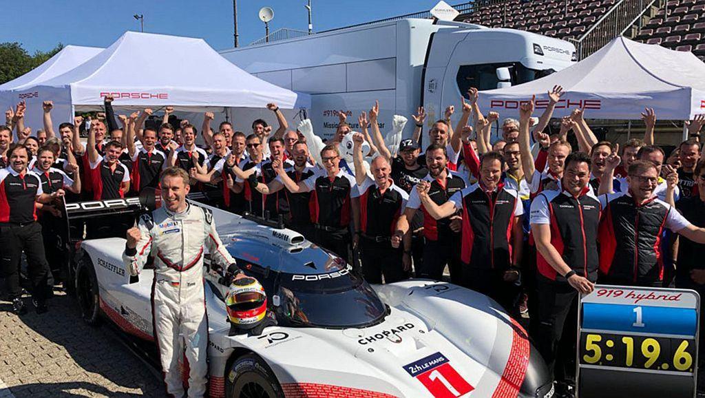 由德國車手Timo Bernhard駕駛,最終在紐柏林北環賽道跑出5分19分546秒的驚人成績, 圖/Porsche提供
