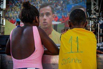貧民區男孩自製球衣引關注 庫蒂尼奧暖心送正版