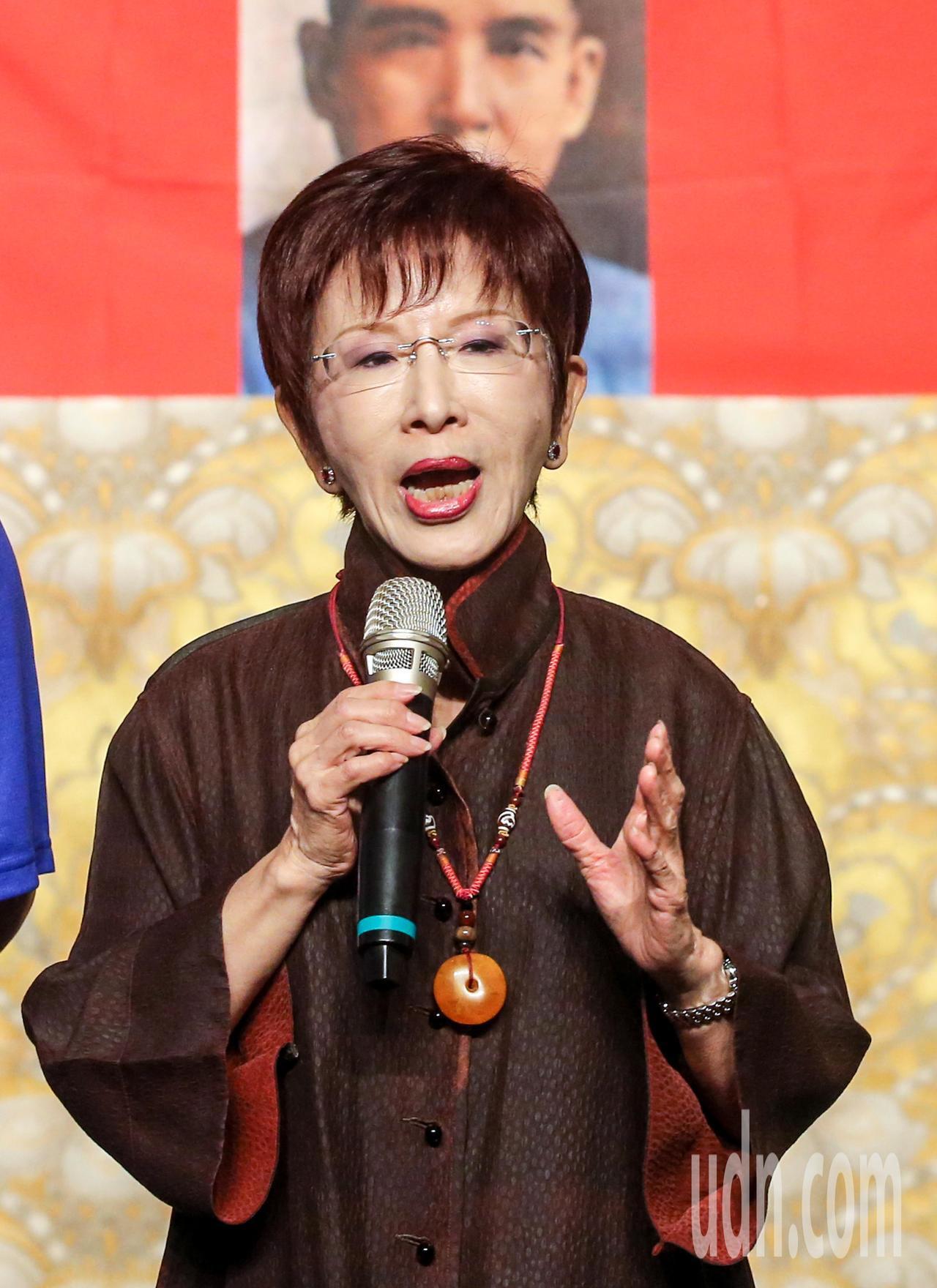 國民黨前主席洪秀柱到場致詞勉勵八百壯士,她重申兩岸論述,要思考如何統一而不是拒絕...