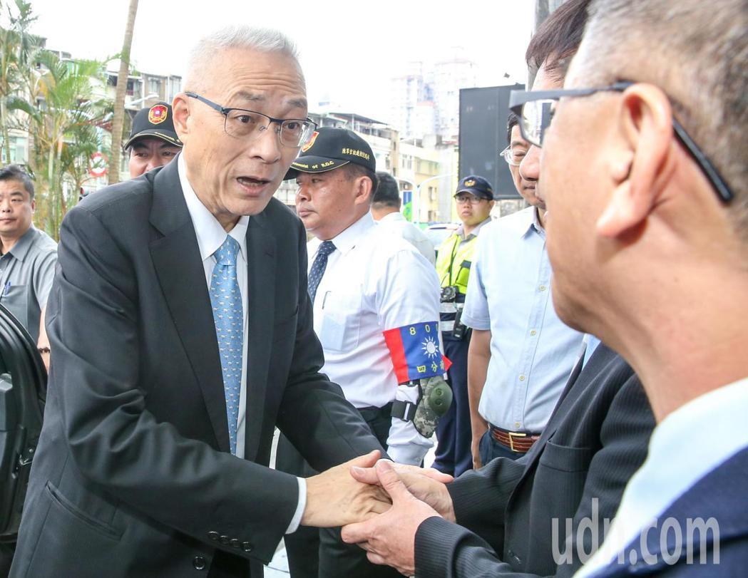 國民黨主席吳敦義(左)今天出席會員大會。記者鄭清元/攝影