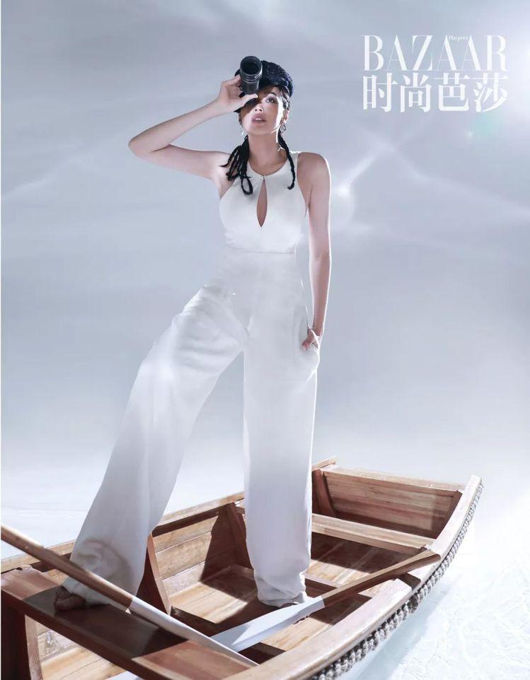 即使是Roberto Cavalli褲裝,舒淇也能穿出帥氣甜美。圖/取自IG