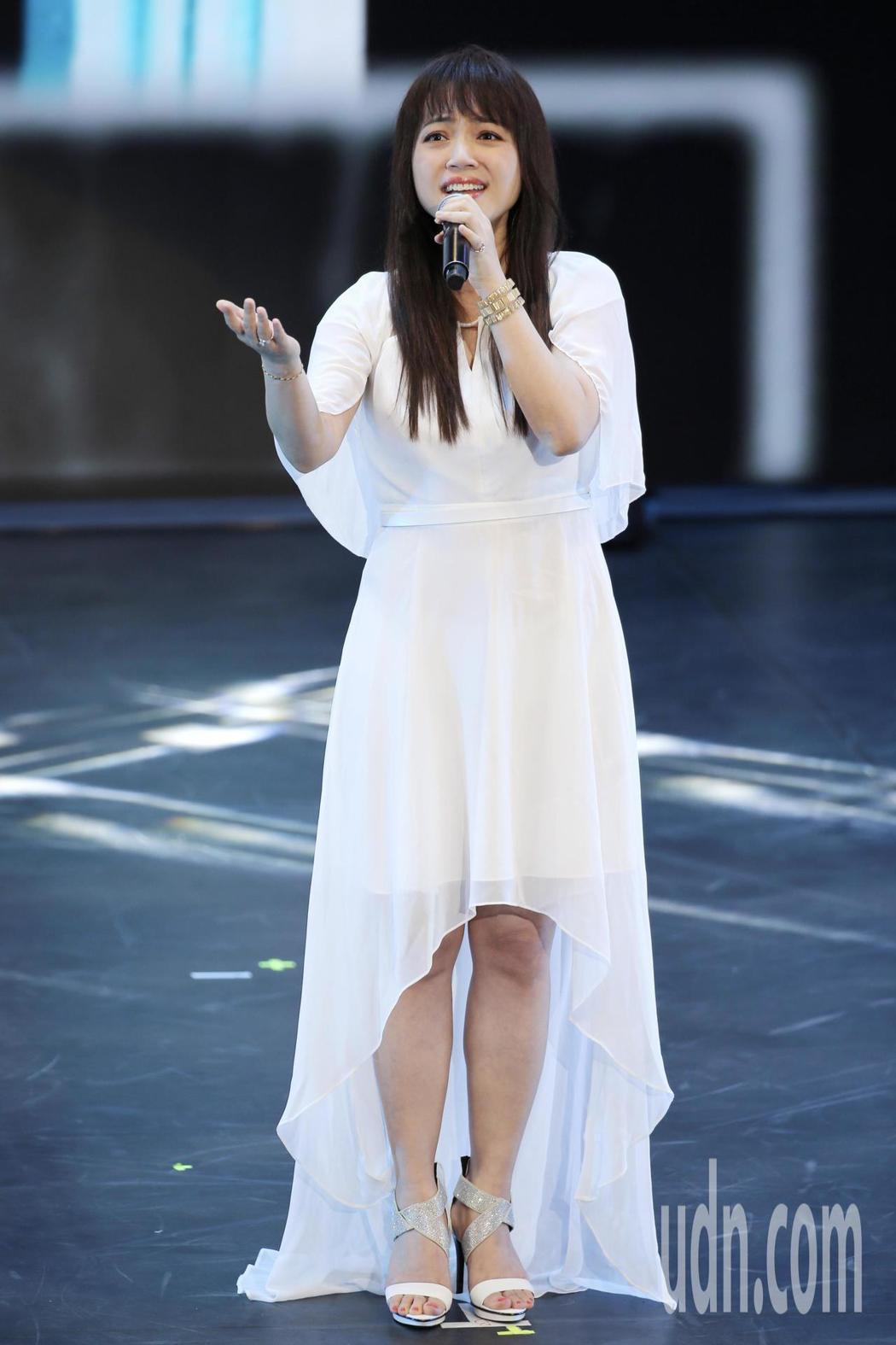 公共電視在國父紀念館舉辦「公視20 感謝有你」台慶晚會,秀蘭瑪雅演唱《後山日先照