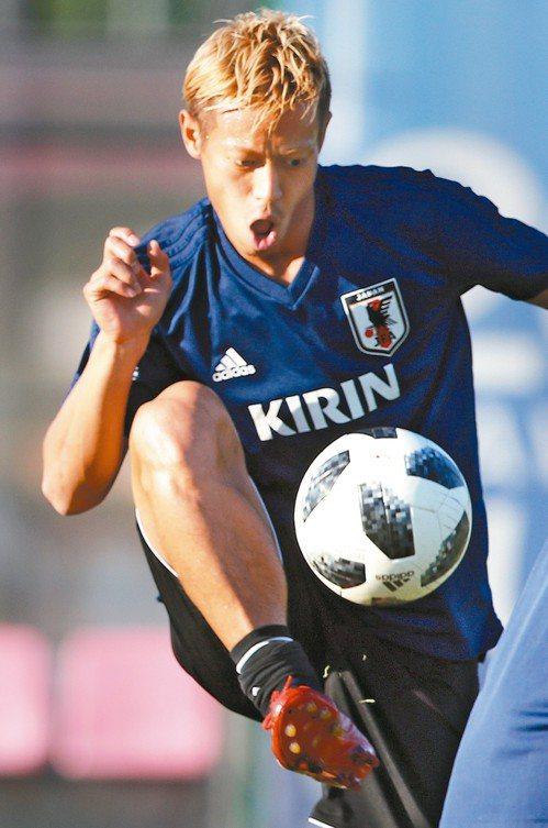 對本田圭佑(圖)等5名球員來說,他們完成10年前的約定,第二輪對戰比利時,還要力...