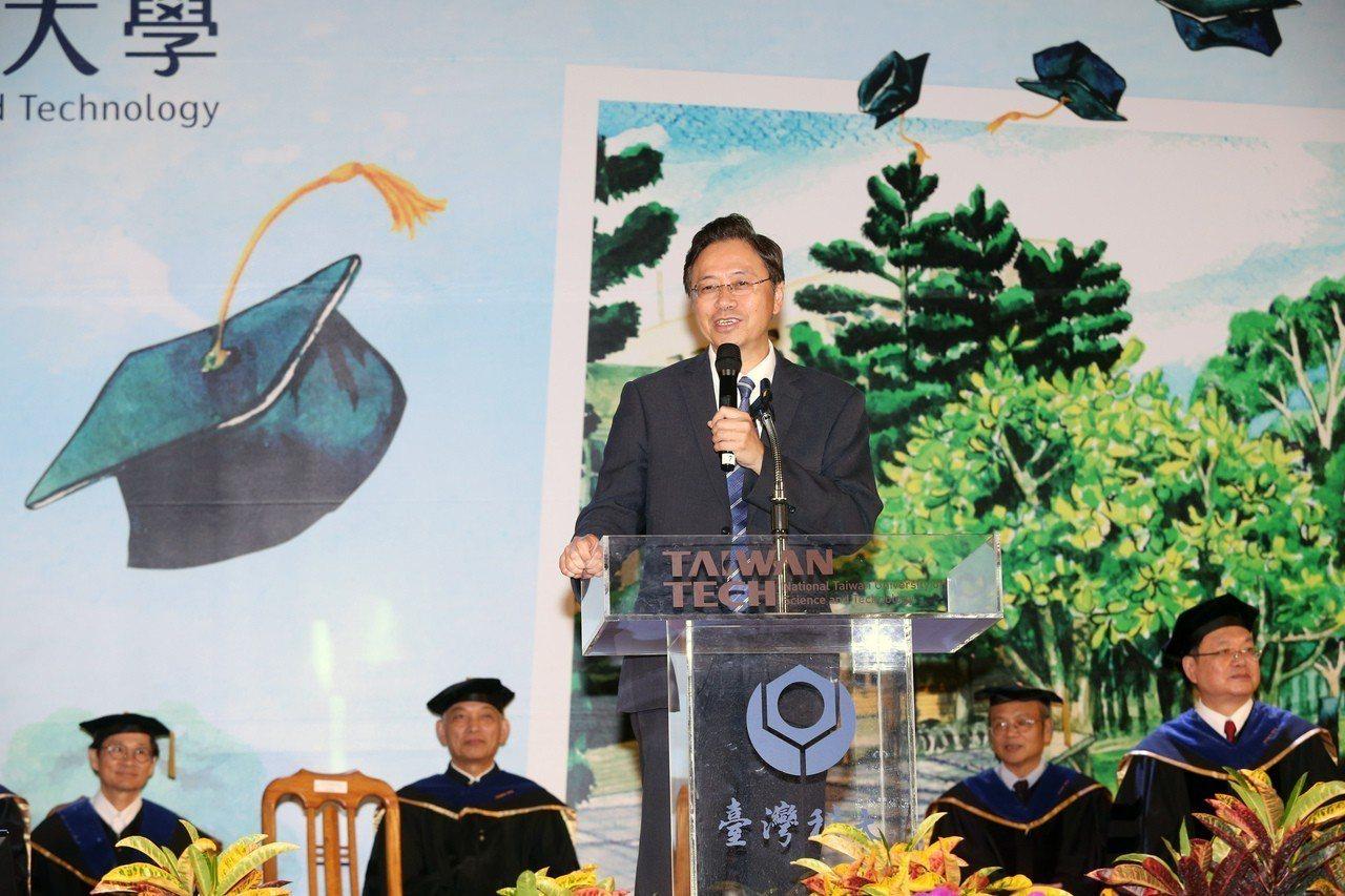 張善政昨出席台灣科技大學畢業典禮,以AI為題發表演說。 記者徐兆玄/攝影