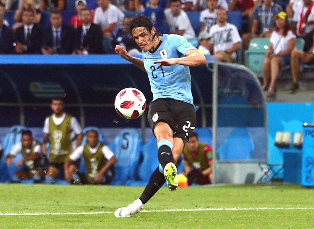 烏拉圭前鋒卡巴尼(Edison Cavani)獨進二球。 圖/路透