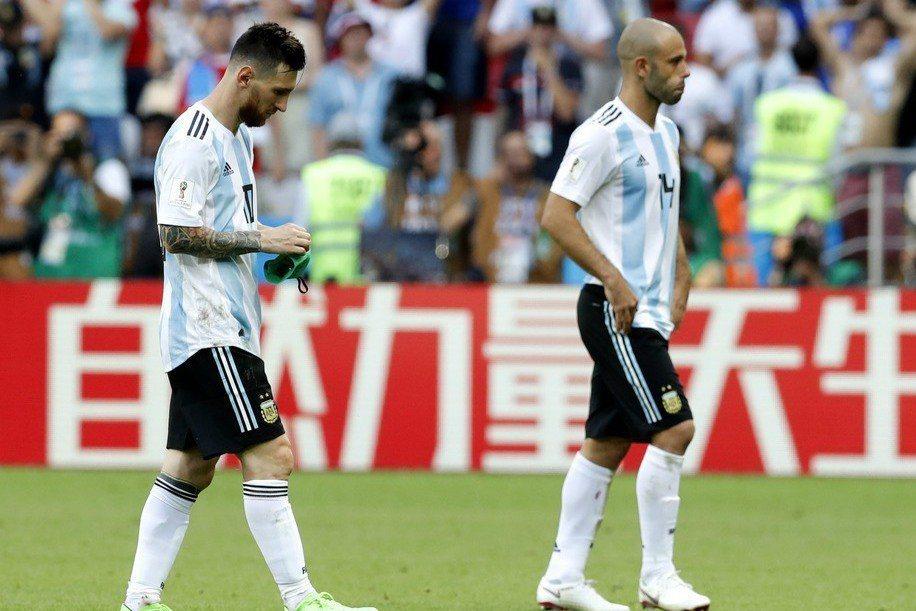 馬斯切諾(右)決定國家隊退役,梅西會跟上嗎? 美聯社