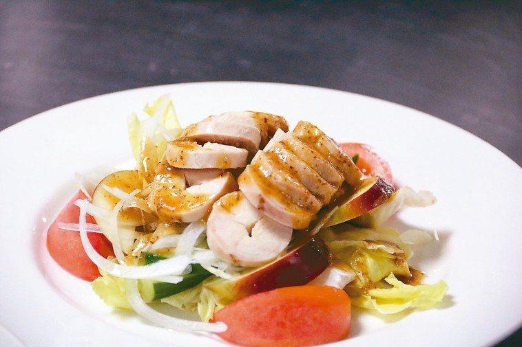 雞肉生菜沙拉。 圖/弘光科技大學提供