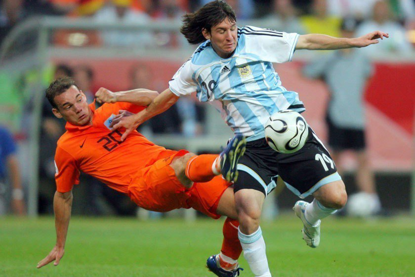 梅西(右)是在2006年世界盃時從替補球員身份開始正式嶄露頭角,但他在世界盃的第...