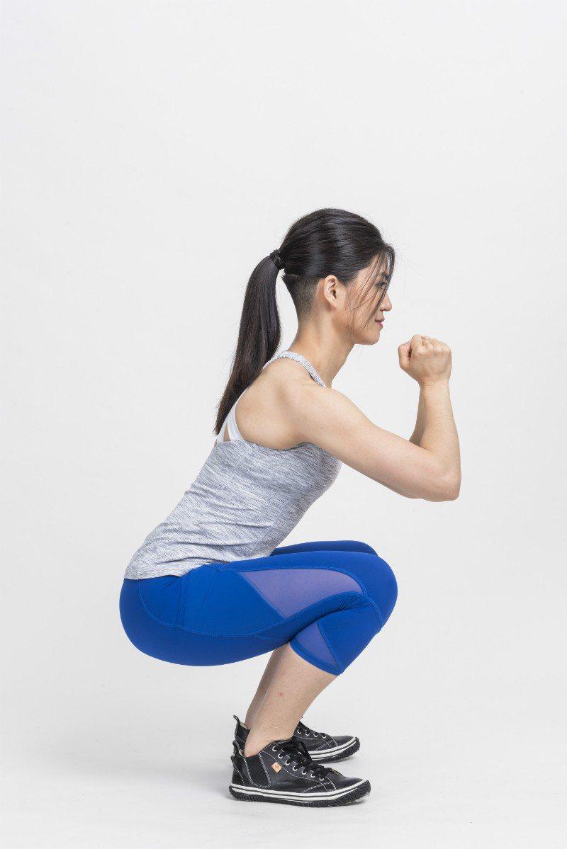 膝蓋超過腳尖 圖/摘自《健身從深蹲開始》