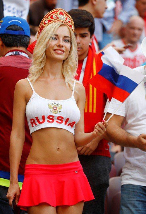 俄羅斯最火辣女球迷。 路透