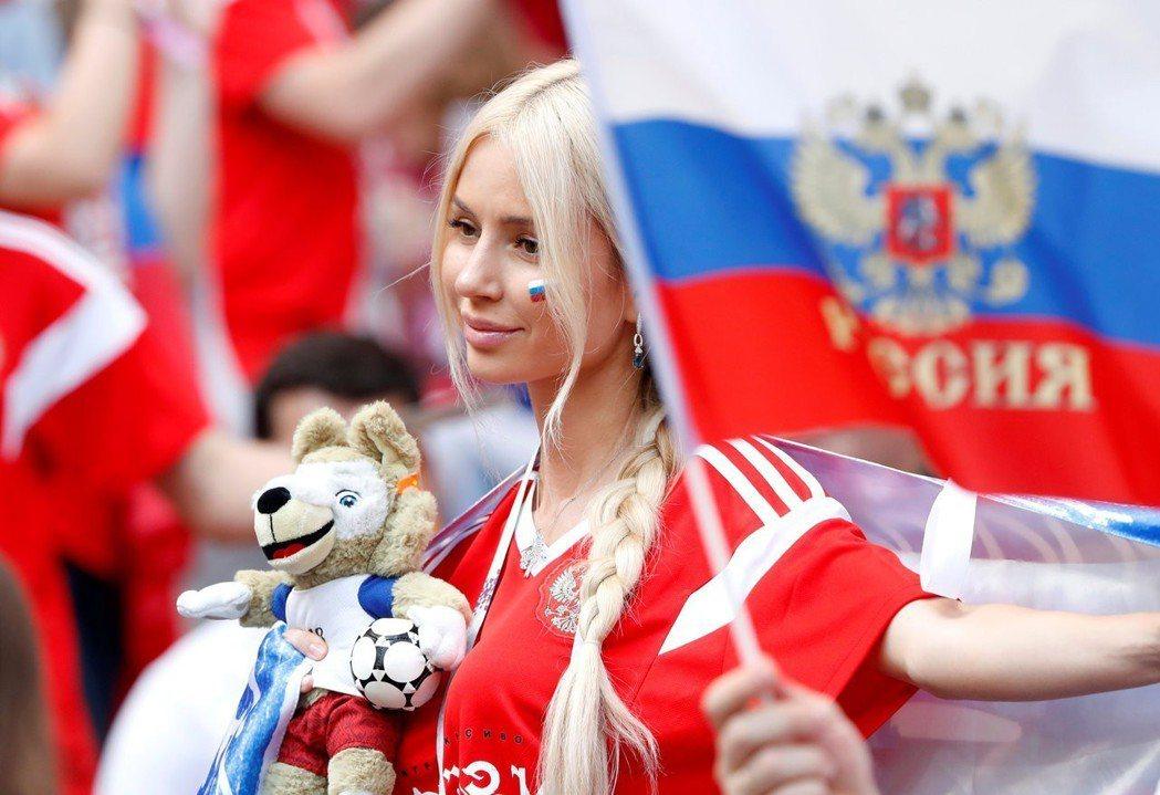 俄羅斯清純女球迷。 路透