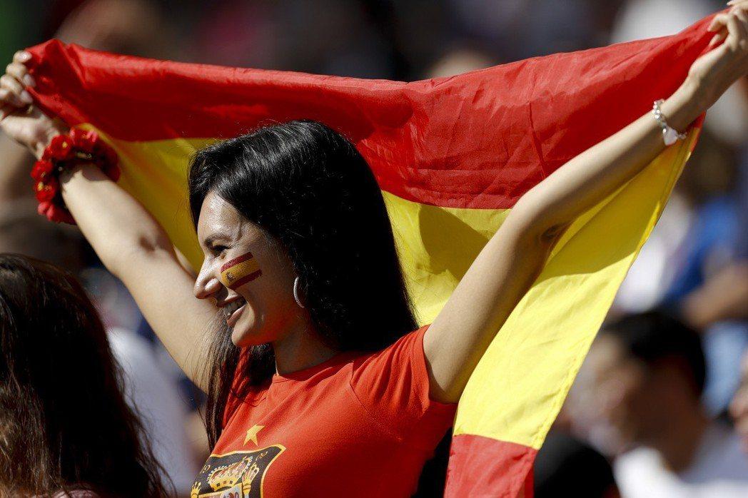 西班牙美女球迷。 美聯社