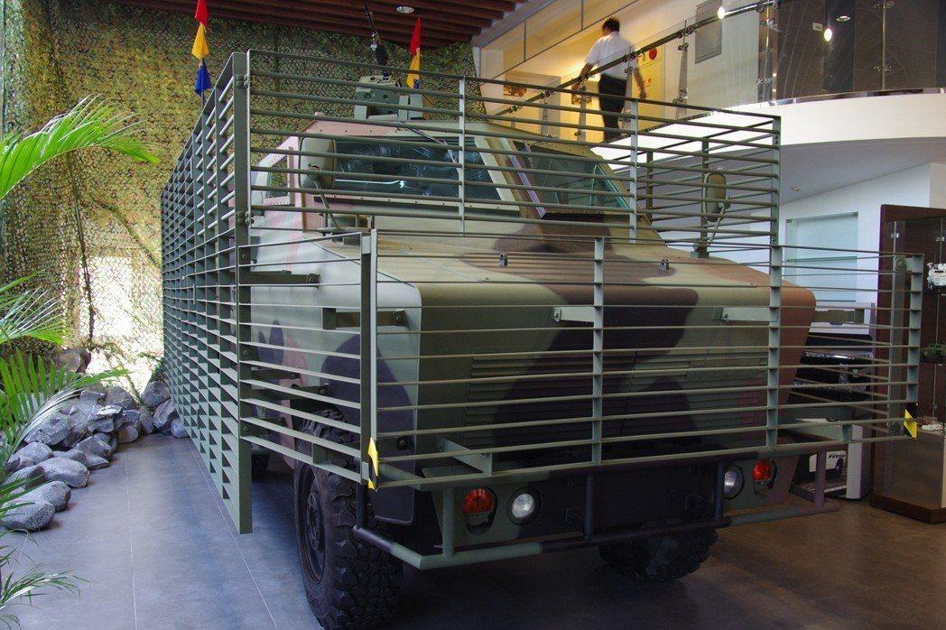 金賓自製的四輪裝甲車。 記者程嘉文/攝影
