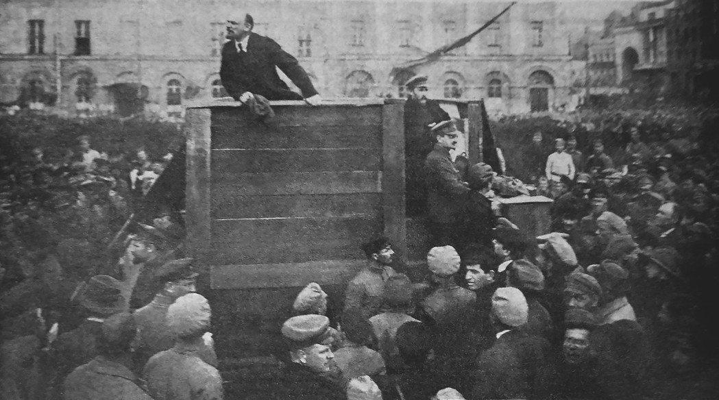 1920年,列寧在廣場上發表演說,鼓吹人民從軍加入波蘇戰爭。 圖/維基共享