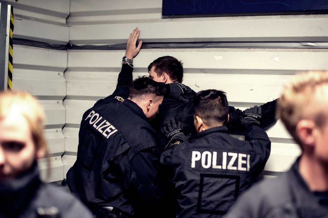 誰不喜歡警察呢? 圖/歐新社