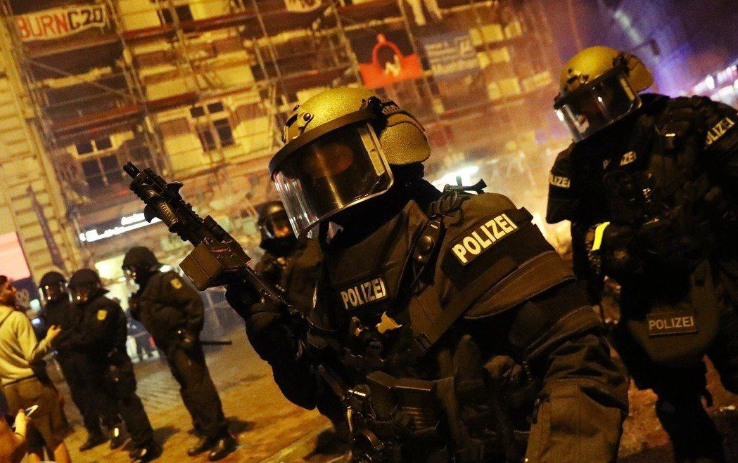 一年前,在漢堡的G20峰會上,基社盟和基民盟等保守派心目中的「警察國家」,早已預...