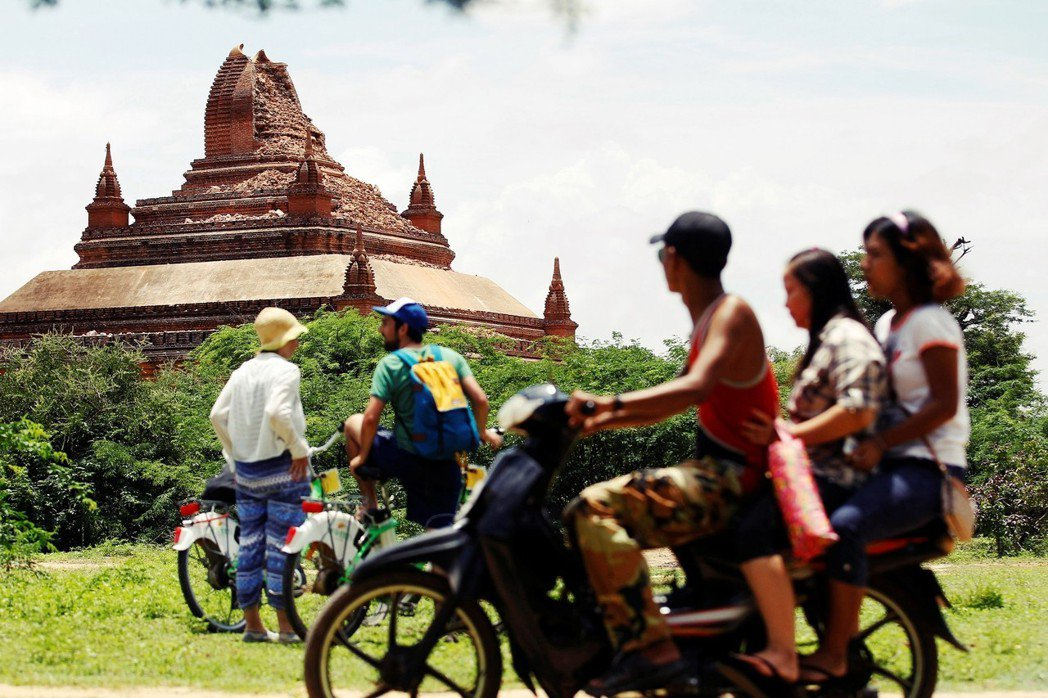 即使緬甸改革開放之後,部分緬甸人還是無法放心「照顧」觀光客。 圖/路透社