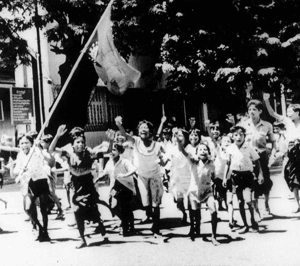 緬甸1988年人民起義失敗後,貌昂賓轉而進入媒體界,開始用影像記錄緬甸各地人民的...