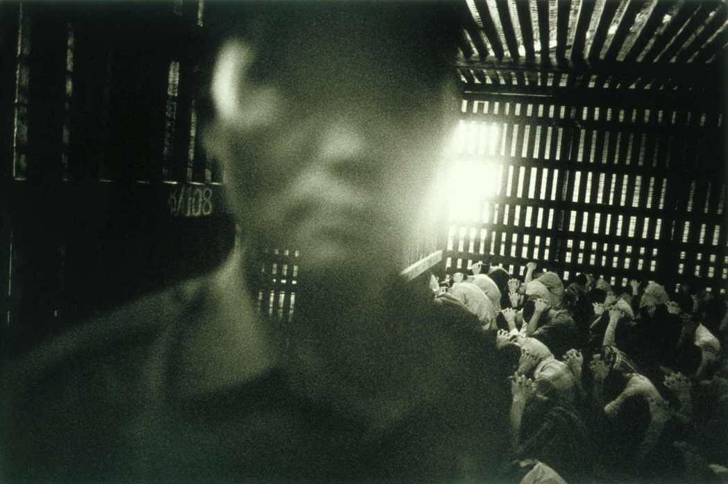 「異議詩人」貌昂賓幾乎每十年就被抓入監獄,但在獄中從未停止創作。2003年世界新...