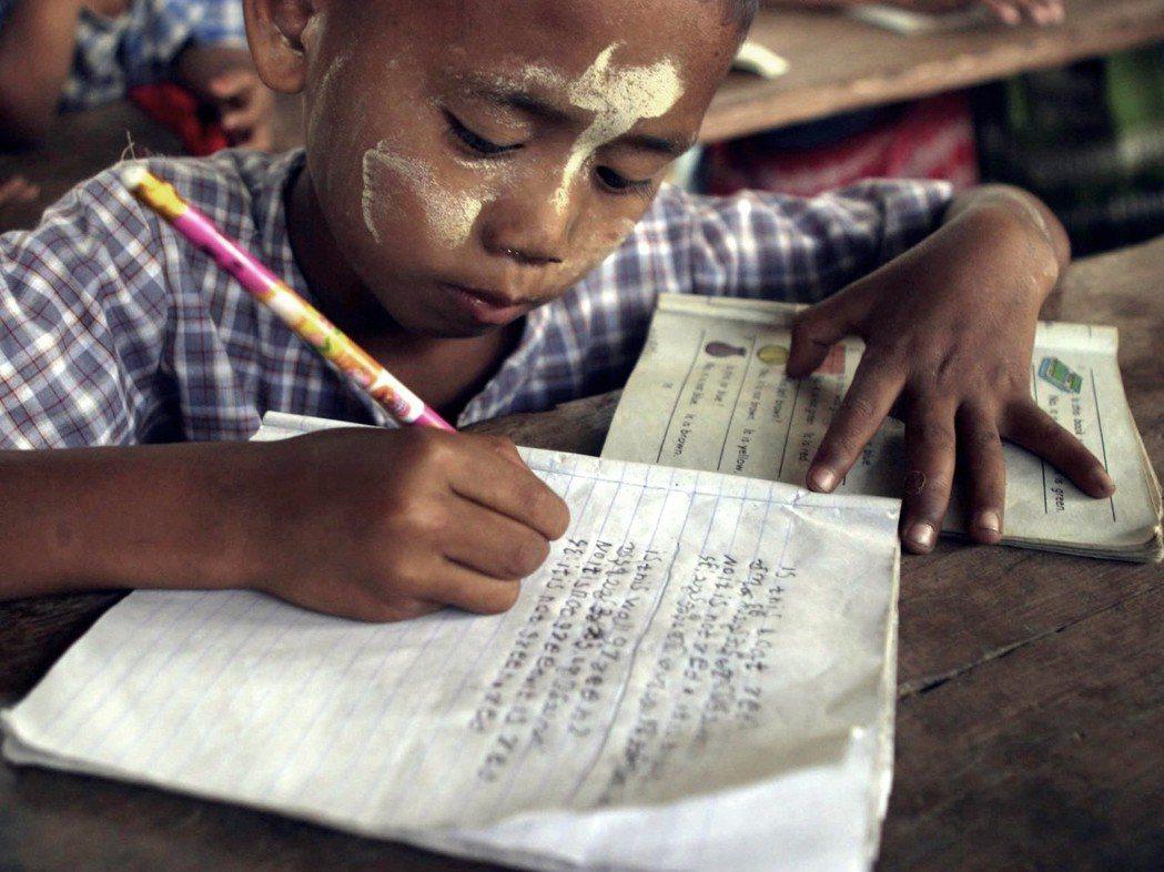 緬甸人何時才能用原子筆撲倒黑暗呢? 圖/歐新社