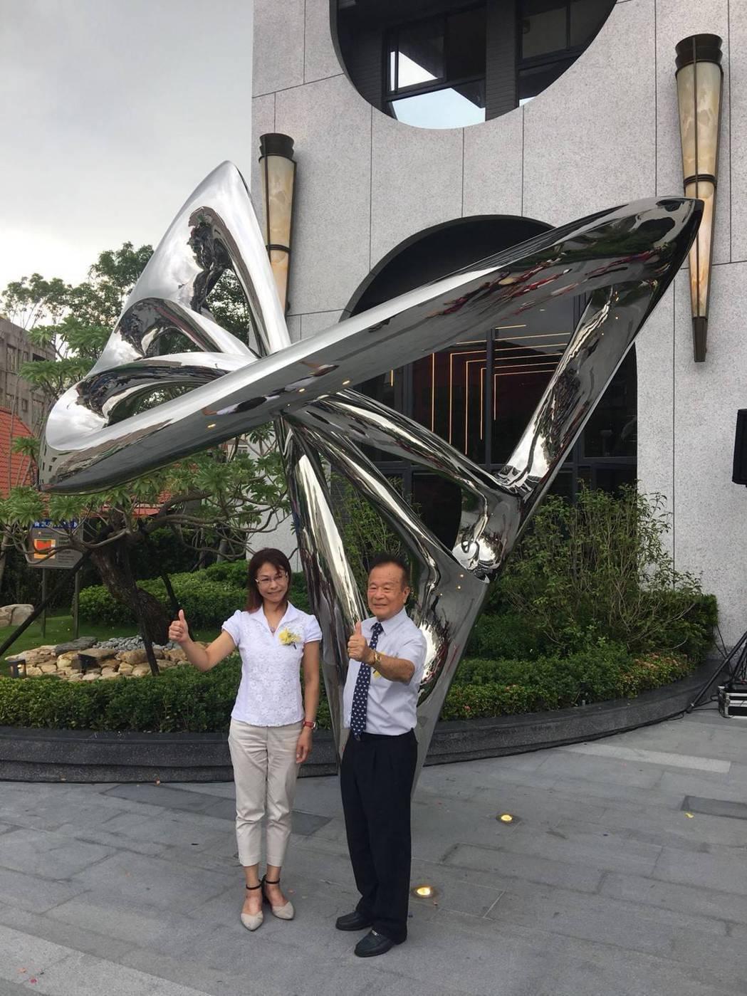 今天下午吉隆建設在捷運橘線鳳山國中站出口附近推出「吉隆天森」,知名雕塑家陳麗杏(...
