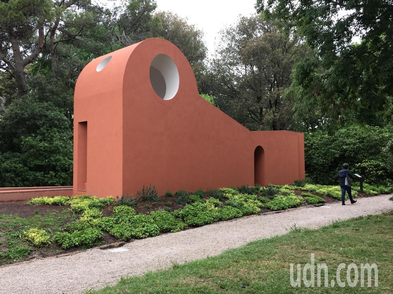 西班牙建築師佛羅拉與普瑞茲(Flores & Prats)設計的早安教堂。記者何...