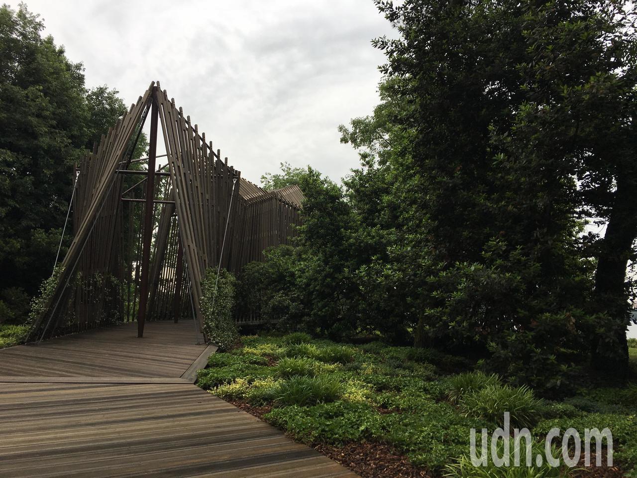 曾獲普利茲特克獎的英國建築大師諾曼‧佛斯特( Norman Foster)設計的...
