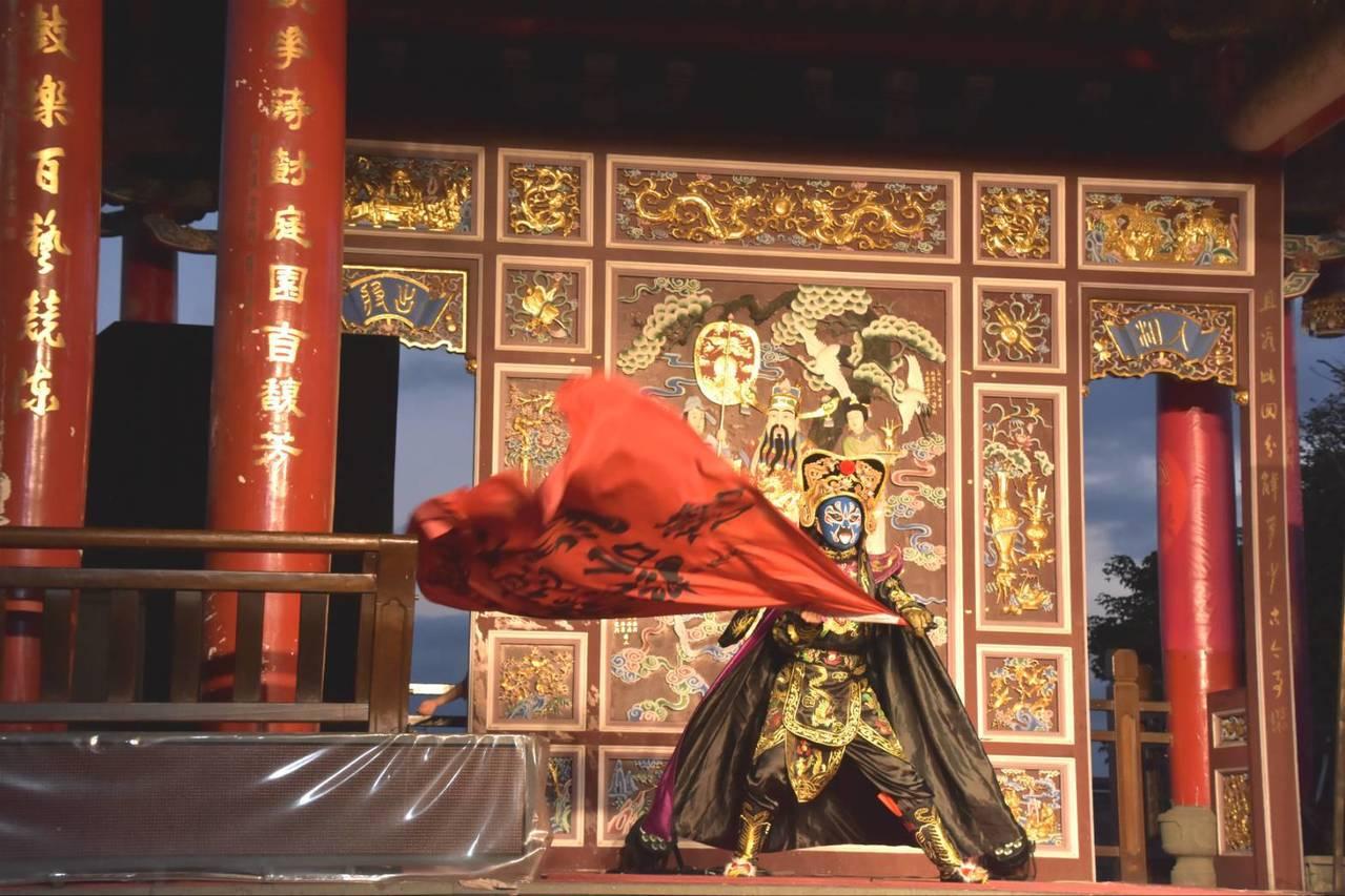 宜蘭傳藝園區在暑假安排的日戲、夜秀、魔術表演,加起來超過600場。圖/傳藝提供