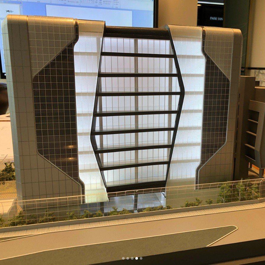 梁炫錫曝光YG新辦公室建築物模型。圖/截圖自IG