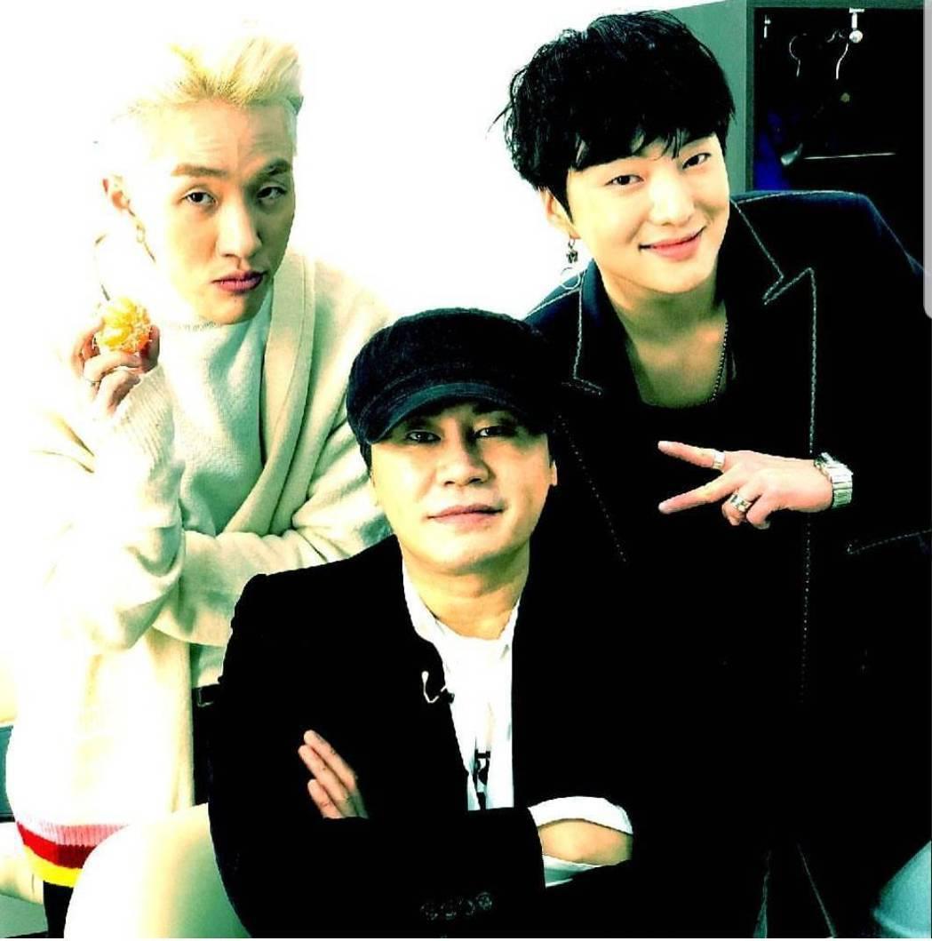 梁炫錫(中)創立的YG娛樂年營業額逼近百億台幣。圖/截圖自IG