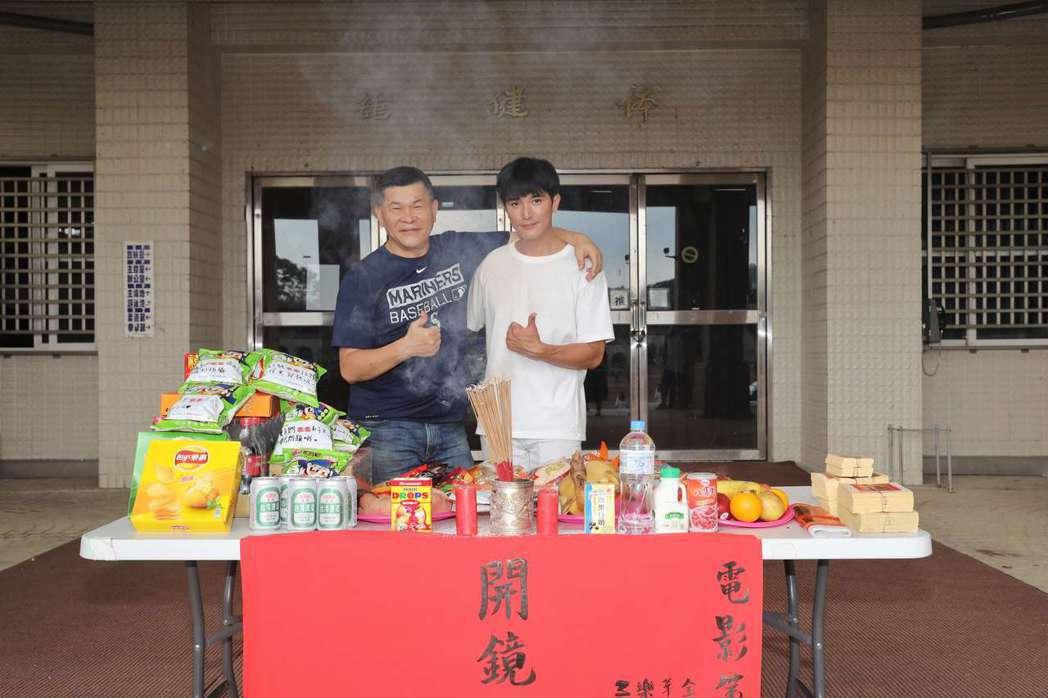 電影「第九分局」演員(左起)澎恰恰、邱澤於1日開鏡。圖/華文創提供