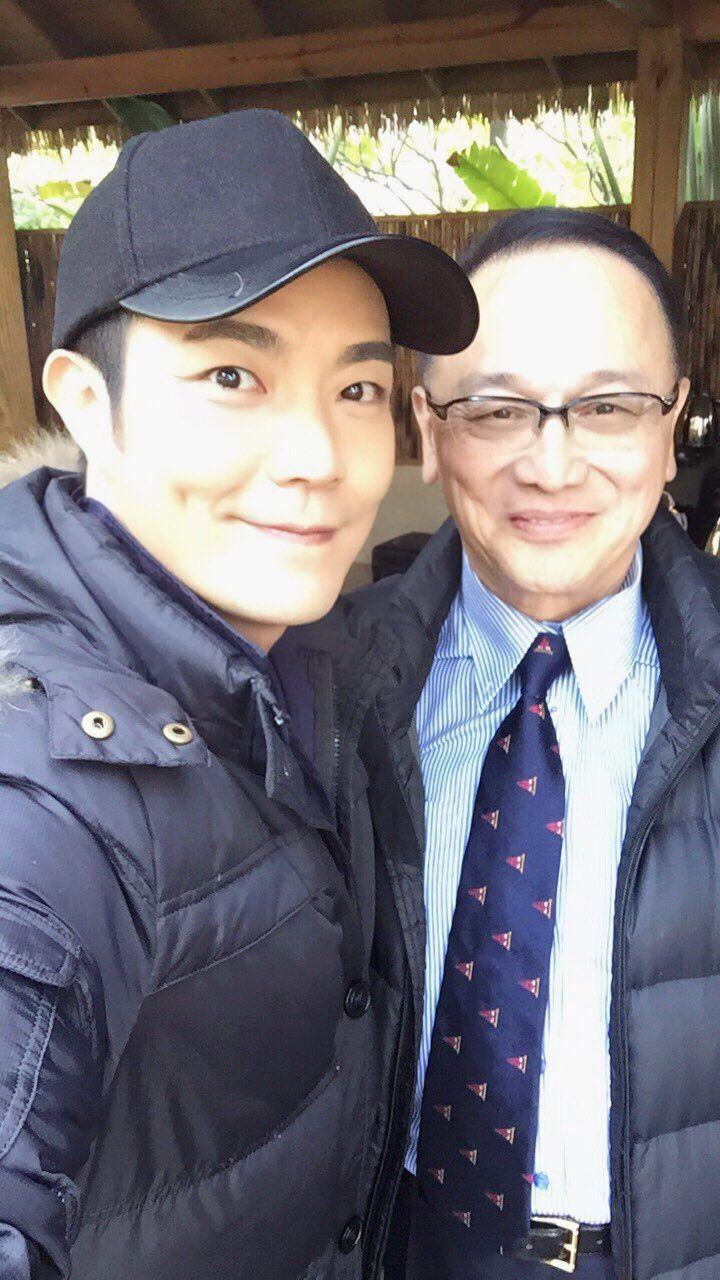 余政鴻(左)日前到大陸和曹查理拍攝網路電影。圖/畢獅娛樂提供