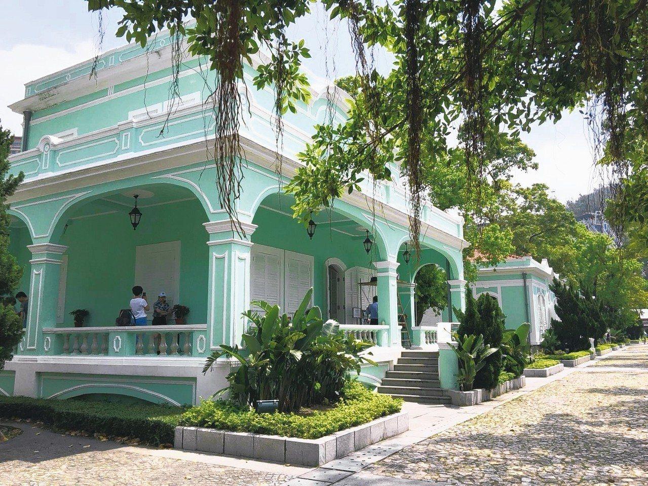 5棟葡萄牙式住宅成排連起的「住宅式博物館」,是遊澳門百去不厭的地方。 記者羅建怡...