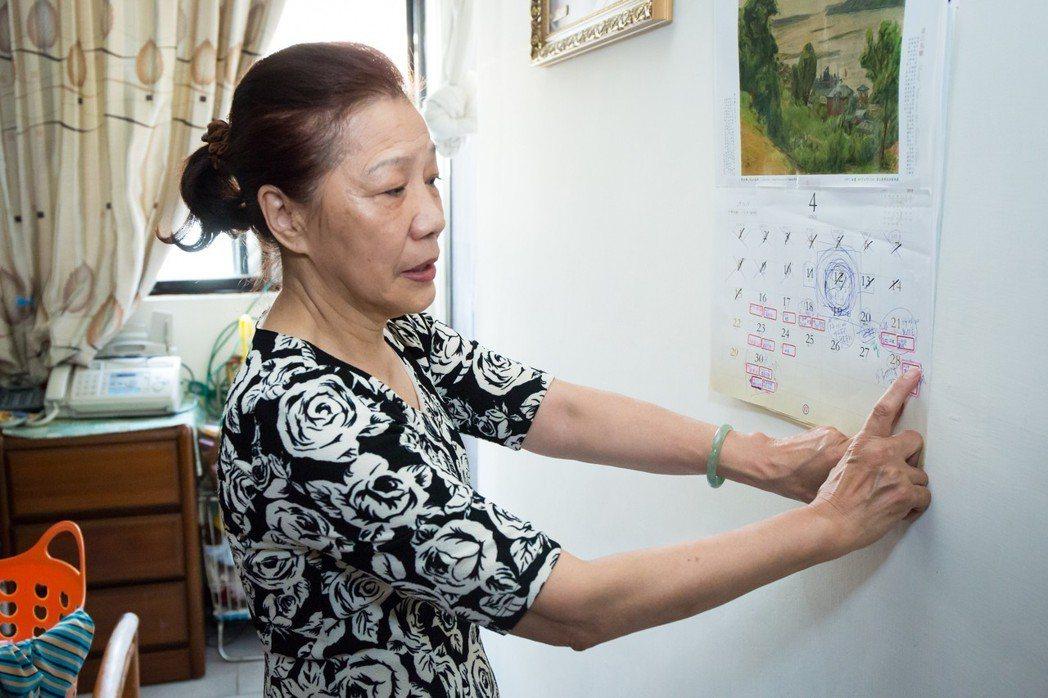 七十歲的白婉芝照顧九十三歲的失智媽媽多年,二年前她被診斷為輕度失智,為延緩自己病...