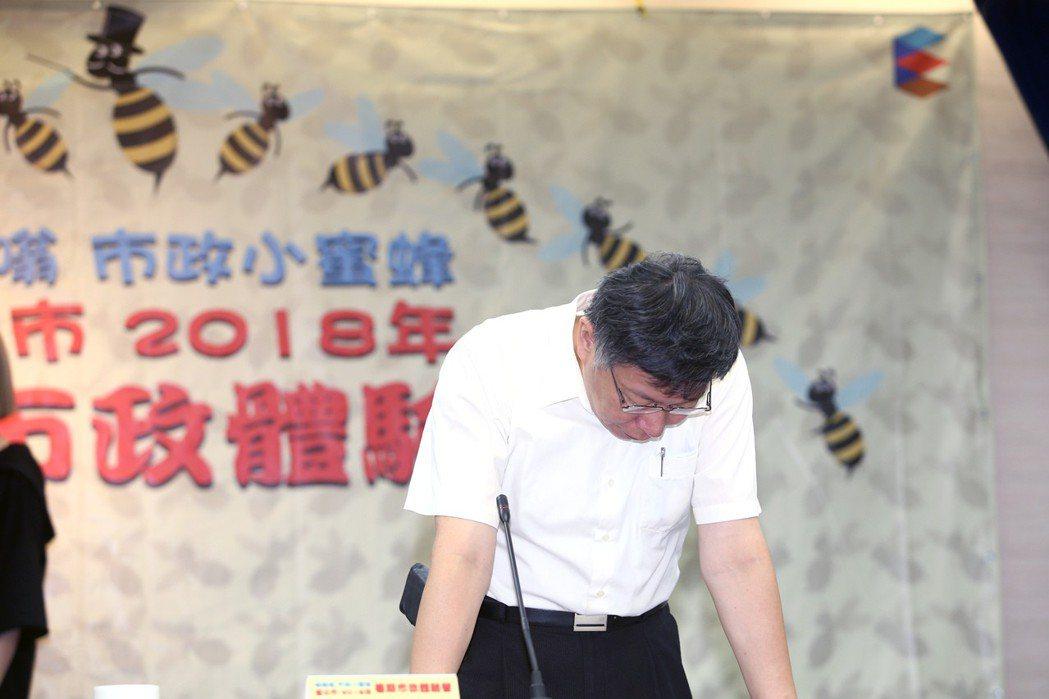 文大宿舍案延燒,對於「大群館」是否合法,台北市長柯文哲指出,這是歷史性問題,他也...