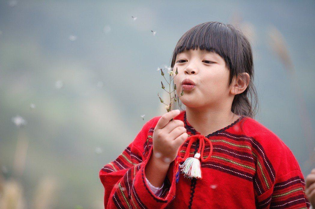 中壽發表全新品牌視覺形象,與「319行動學堂」活動中發現的希望女孩-小晞,一同傳...