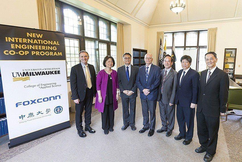 鴻海、UWM及中原合作簽訂MOU,這次合作是台灣教育市場出口轉內銷的一大創舉。 ...