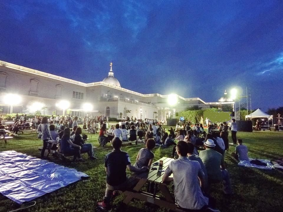 「散步市集」活動,特別規劃「星夜放空區」讓民眾休憩紓壓。  奇美館 提供