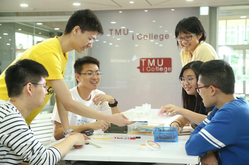 臺北醫學大學跨領域學院為教育部通過的實體學院,顛覆傳統教室框架,讓學生能跨域學習...