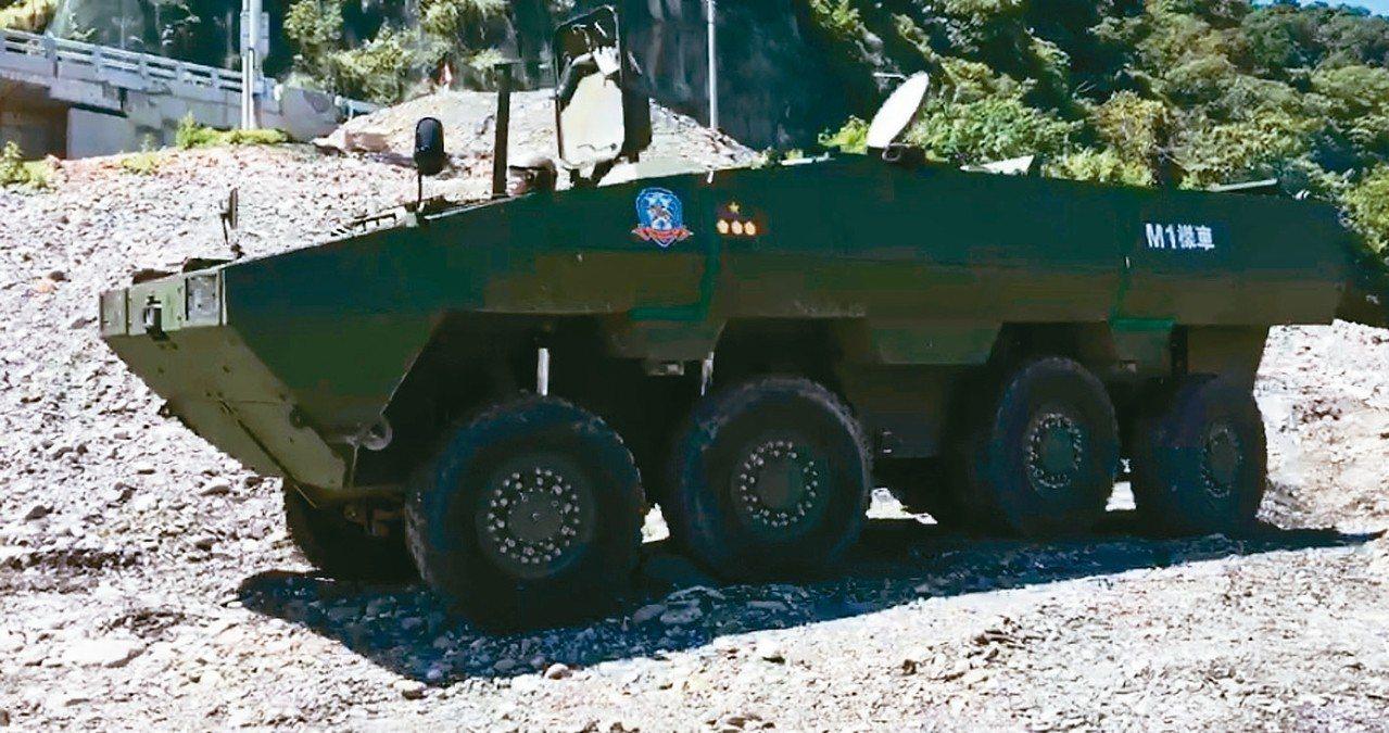 軍備局209廠自行研發的「雲豹二代裝甲車M1樣車」,上周首度進行複雜地形與涉渡的...